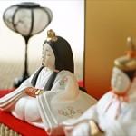 ひな祭りの由来、雛人形の飾る時期、しまい方などをご紹介します。