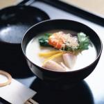 全国のお雑煮、おせち料理の詰め方、お屠蘇の飲み方など、新年のマナーをご紹介します。